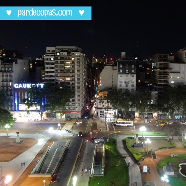 Vista da Plaza del Congreso a noite! *____*