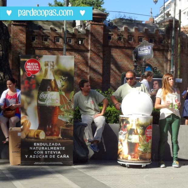 Turistas e Hermanos na Recoleta provando a Coca com Stevia =)