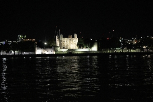 Tower of London vista do outro lado do rio